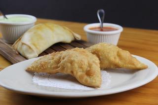 Empanadas-de-carne-y-queso-La-Kausa-Restaurant-NJ